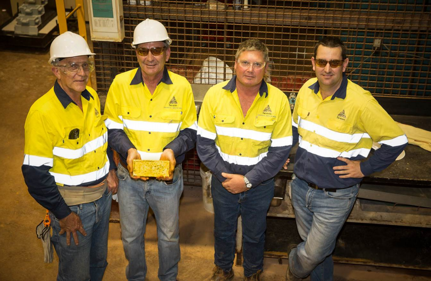 From left to right: Saracen director Martin Reed, chairman Geoff Clifford, processing manager Wayne Heedes and managing director Raleigh Finlayson at Thunderbox's first gold pour.